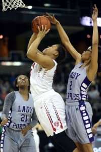Bowling Green's Ta Mia Matthews tries to stop a shot attempt by Butler's Janna Lewis. (Photo by Jim Osborn)